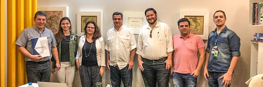 Desbravador e UniAmérica selam parceria